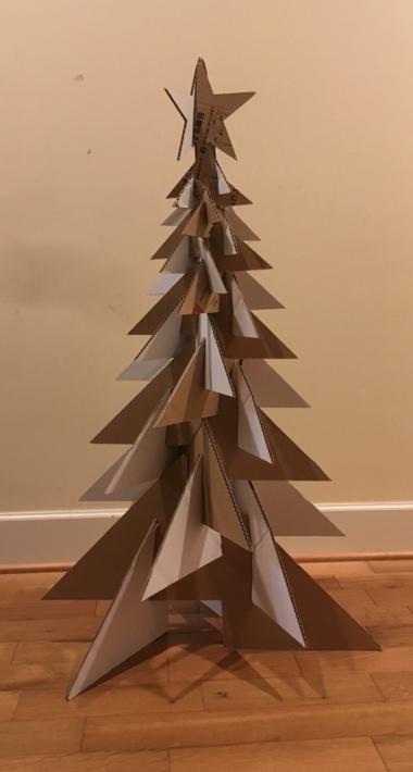ダンボールクリスマスツリー (塗装前、仮組み)